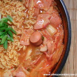 Budae Jjigae 부대찌개 (Army Stew)Recipe