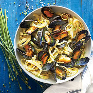 Fettuccine with Mussels and Brown-Butter LeeksRecipe