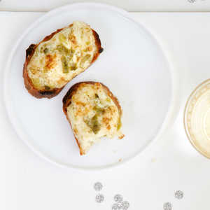 Herbed Onion Parmesan Toasts Recipe