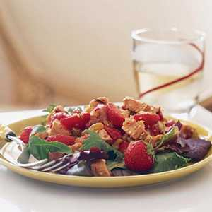 Chicken and Strawberries Over Mixed GreensRecipe