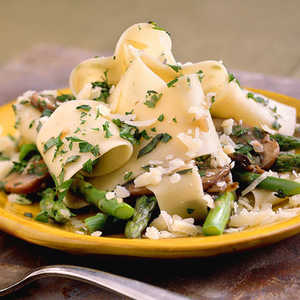 Pasta with Asparagus and MushroomsRecipe