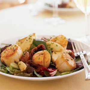 Seared Scallops with Port-Poached Figs and Apple SaladRecipe