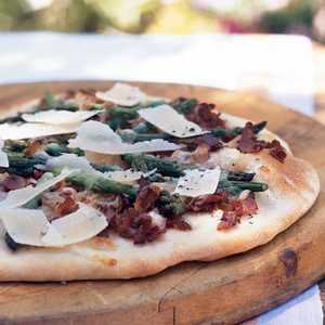 Flatbread with Pancetta and AsparagusRecipe