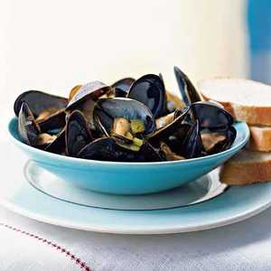 Steamed Mussels with Curry and MintRecipe
