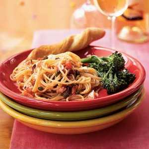 <p>Spaghetti with Peppery No-Cook Tomato Sauce</p>
