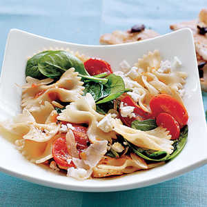 <p>Farfalle with Tomatoes, Onions, and Spinach</p>