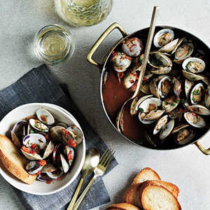 Steamed Clams with White Wine and TomatoesRecipe