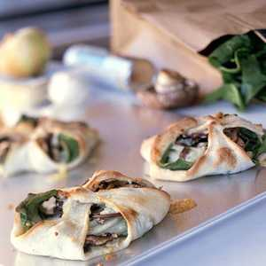 <p>Spinach Calzones with Blue Cheese</p>