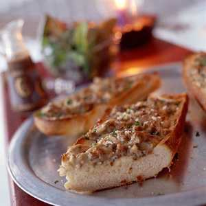 French-Bread Pizza with Sausage, Clams, and MushroomsRecipe