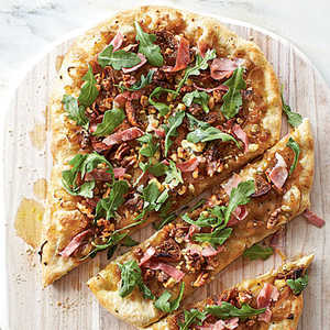 Caramelized Onion, Prosciutto, and Arugula PizzaRecipe