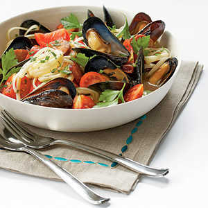 Mussels with Smoked Sausage and Tomatoes Recipe