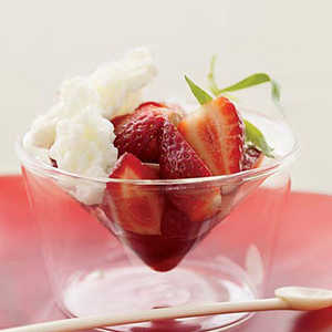 Strawberries with Buttermilk Ice and Balsamic VinegarRecipe