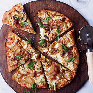 Fennel-and-Sweet-Onion Pizza with Green OlivesRecipe