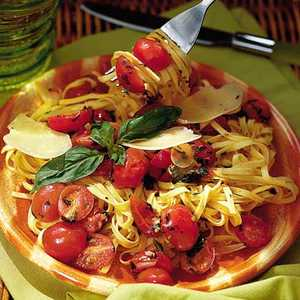 Fresh Tomato Sauce with LinguineRecipe