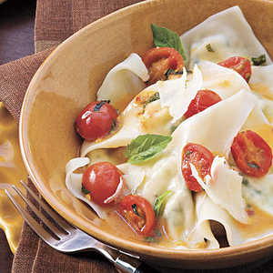 Cheese Ravioli With Spicy Tomato Sauce Recipe