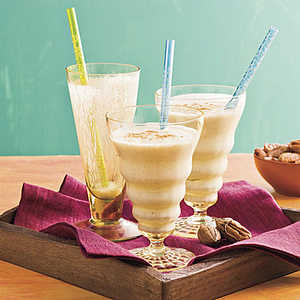 Banana-Pecan SmoothiesRecipe