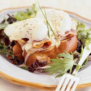 Prosciutto and Poached Egg Sandwiches with Mustard-Wine SauceRecipe