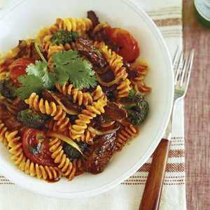 Beef with Tomatoes, Pasta, and Chili SauceRecipe