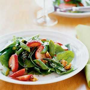 Spinach, Asparagus, and Strawberry Salad Recipe