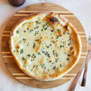 Biancaneve Pizza (Fresh and Smoked Mozzarella with Thyme)Recipe
