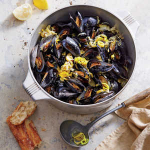 Mussels with White Wine and LeeksRecipe