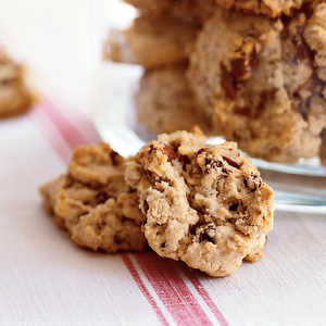 Oatmeal, Chocolate Chip, and Pecan CookiesRecipe