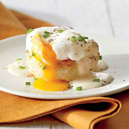 Grits Cakes with Poached Eggs and Country Gravy