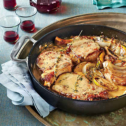 Skillet Pork Chops with Apples and Onions