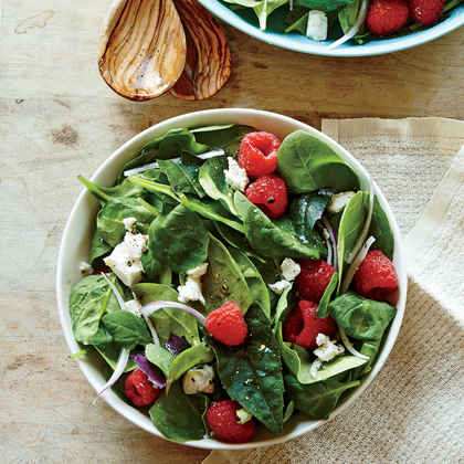 Spinach Salad with Berries and Goat Cheese
