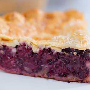How to Make Perfectly Easy Blackberry Pie