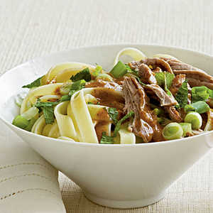 <p>Noodles with Roast Pork and Almond Sauce</p>