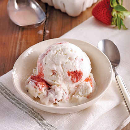 Vanilla Bean Ice Cream with Fresh Strawberries