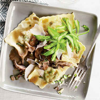 Ricotta-Pea Ravioli with Asparagus and Mushrooms