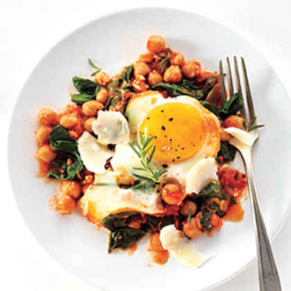 Eggs with Chickpeas, Spinach, and Tomato