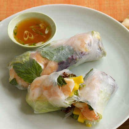 Shrimp and Mango Summer Dipping Rolls with Sweet and Spicy Dipping Sauce