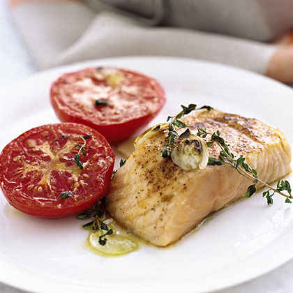 Garlicky Broiled Salmon and Tomatoes