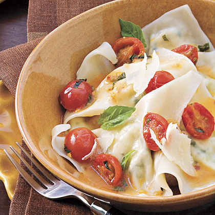 Cheese Ravioli With Spicy Tomato Sauce