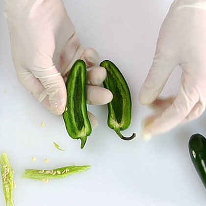 How to Seed Jalapeño Peppers