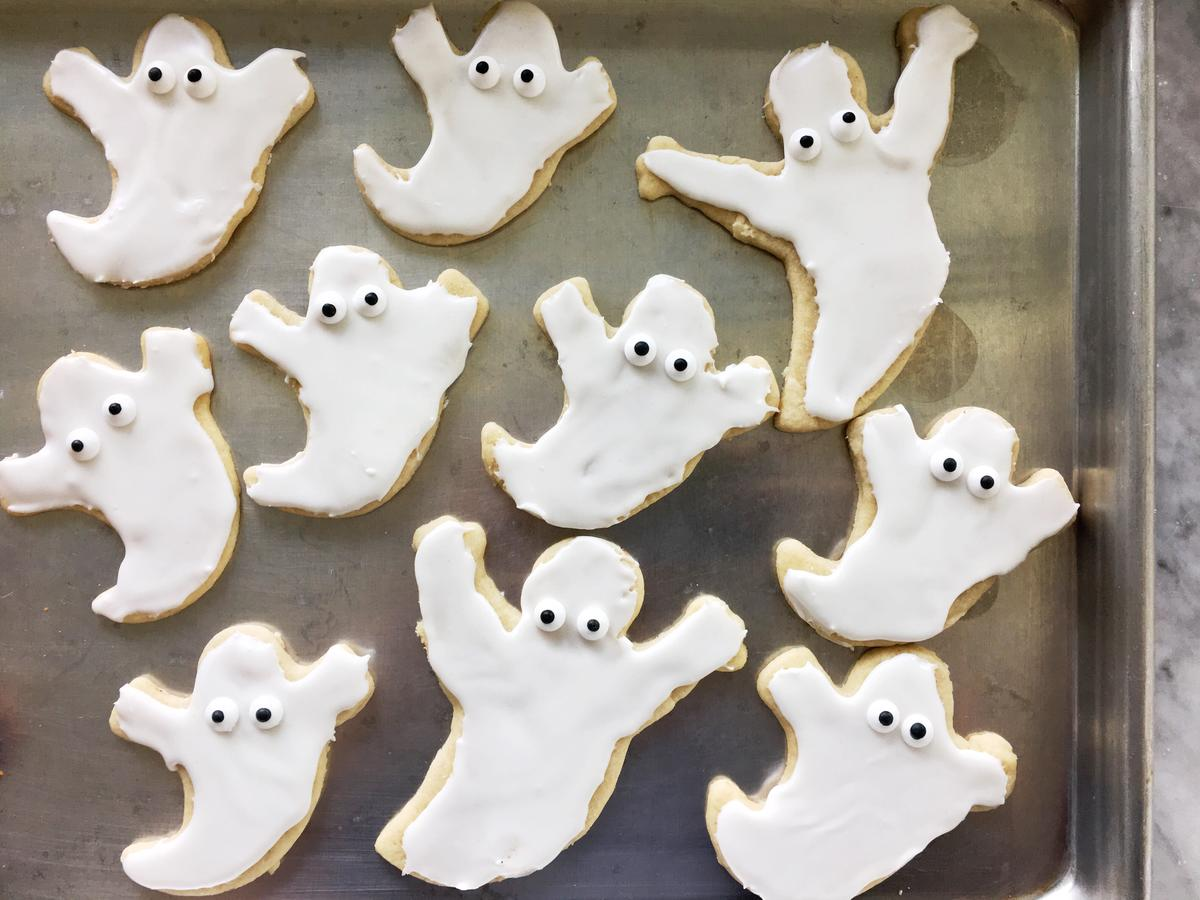 18 Festive and Spooky Halloween Cookies