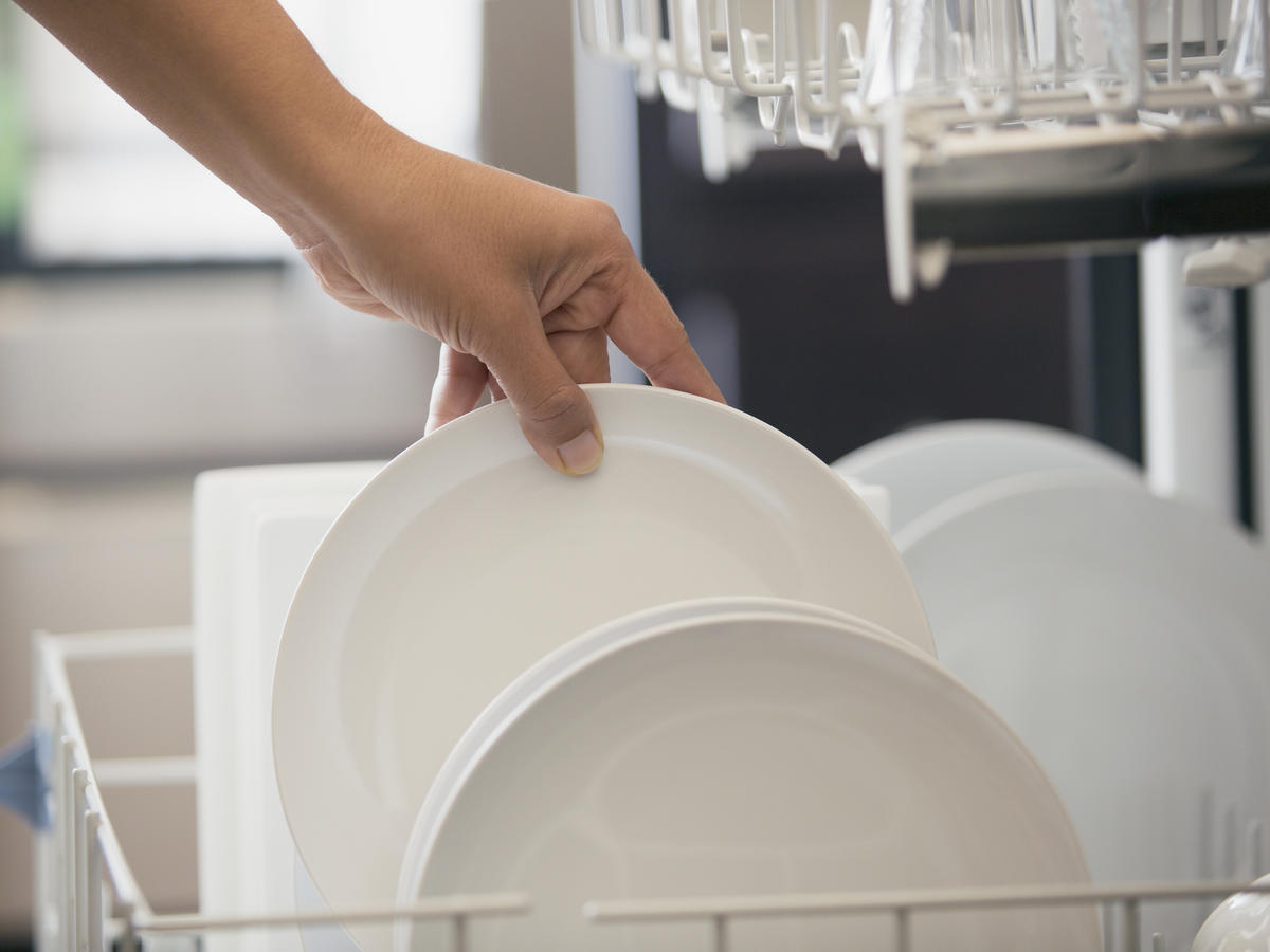 You Shouldn't Rinse Your Dishes Before You Put Them in the Dishwasher—Here's Why