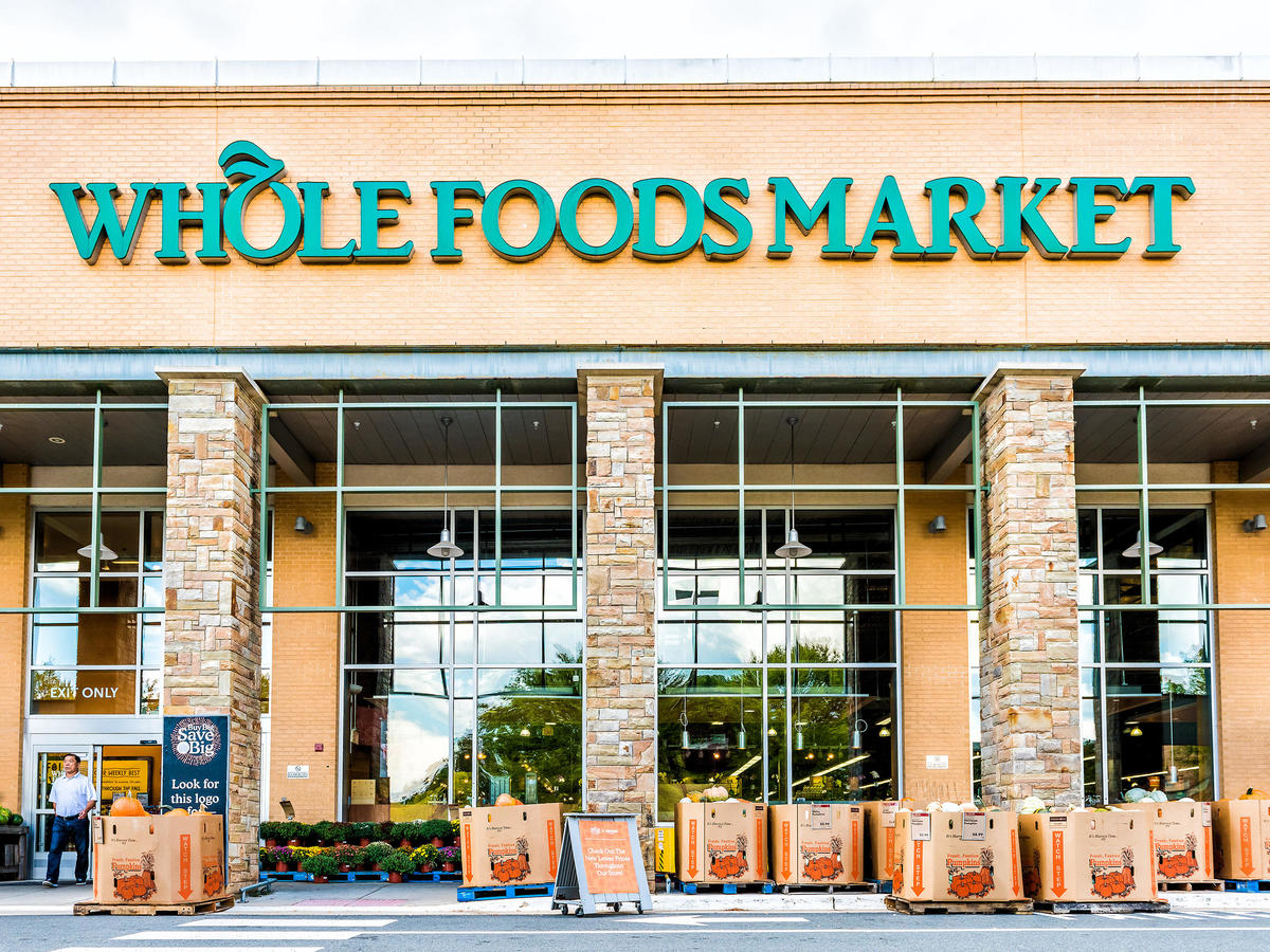 These Are the Best Times to Shop at Whole Foods, Aldi, Costco, and More 1809w-Whole-Foods-Market