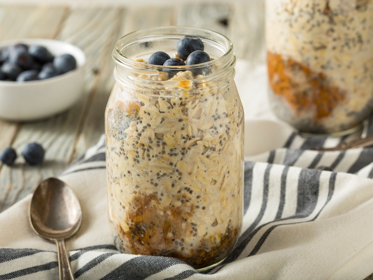 9 Overnight Oatmeal Recipes That Are Perfect for Meal Prepping