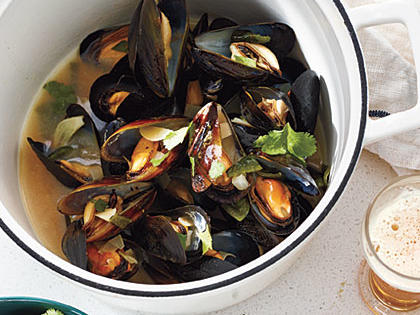Mussels in Smoky Poblano-Cilantro Broth