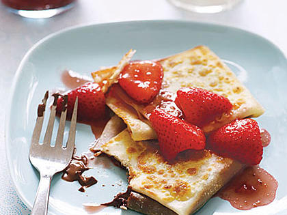 nuetella-strawberry-crepes-ay-x.jpg