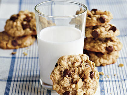 kitchen sink oatmeal cookies recipe | myrecipes