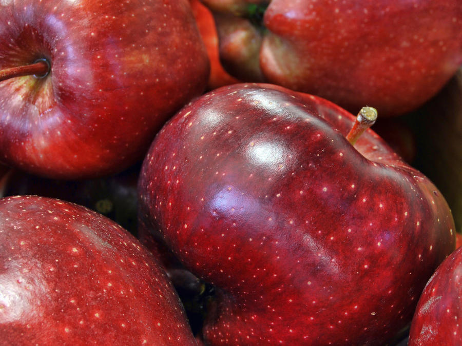 The Red Delicious Isn't Very Delicious. Why Is It So Popular?