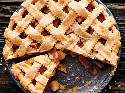 <p>Lattice-Top Apple Quince Pie</p>